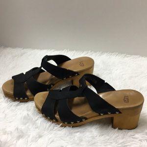 UGG women's black sandals size US 8